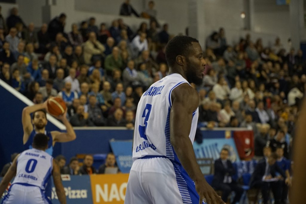 Stephen Maxwell, el mejor del Afanion CB Almansa Gipuzkoa Basket