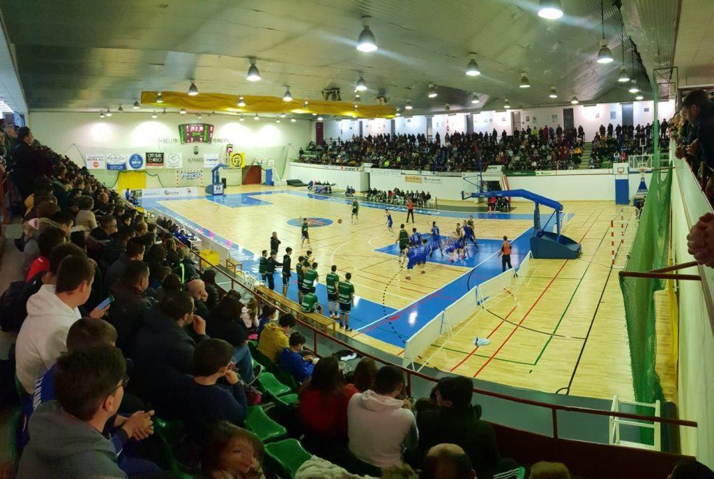Casi mil personas acudieron a La Bombonera para ver alzarse con la victoria a su equipo Junior