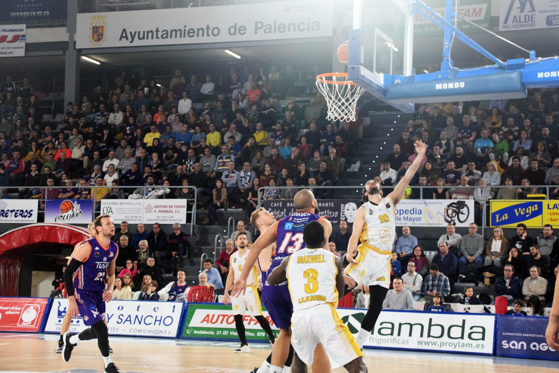 Chuso González entra a canasta en el duelo de la jornada 23 entre Palencia Basket y Afanion CB Almansa