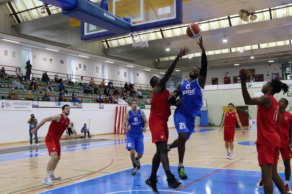 Jubril Adekoya aportó 8 puntos