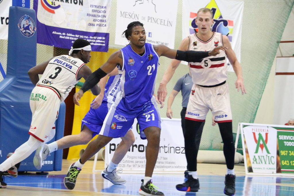 Jubril Adekoya concluyó el encuentro con 7 puntos