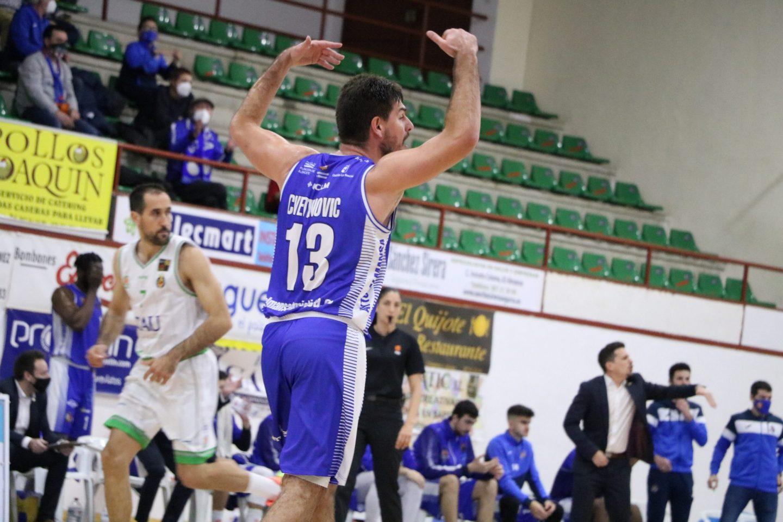 Nikola Cvetinovic en el encuentro entre CB Almansa con AFANION TAU Castello