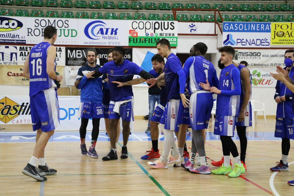 Sergio Mendiola, felicitado por sus compañeros