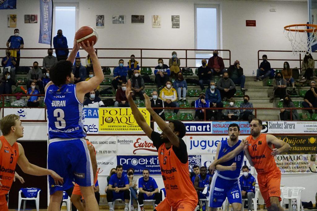 Filip Ðuran promedia 20,6 puntos en los últimos 5 encuentros.. Foto: CB Almansa / Alex Blanquer