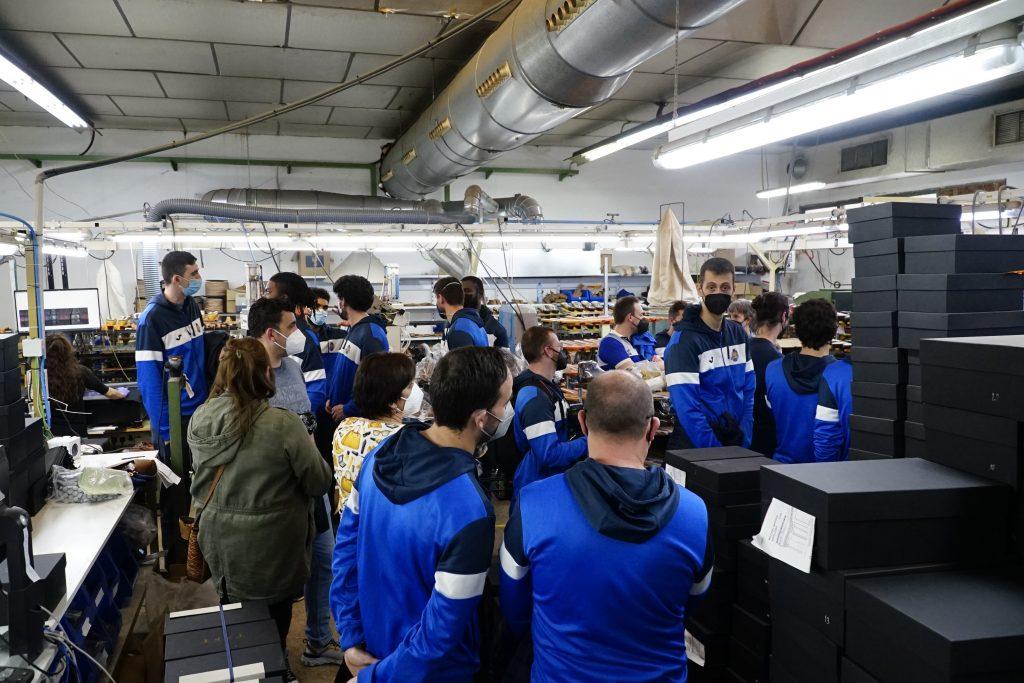 La plantilla del CB Almansa con AFANION en las instalaciones de Lorens.