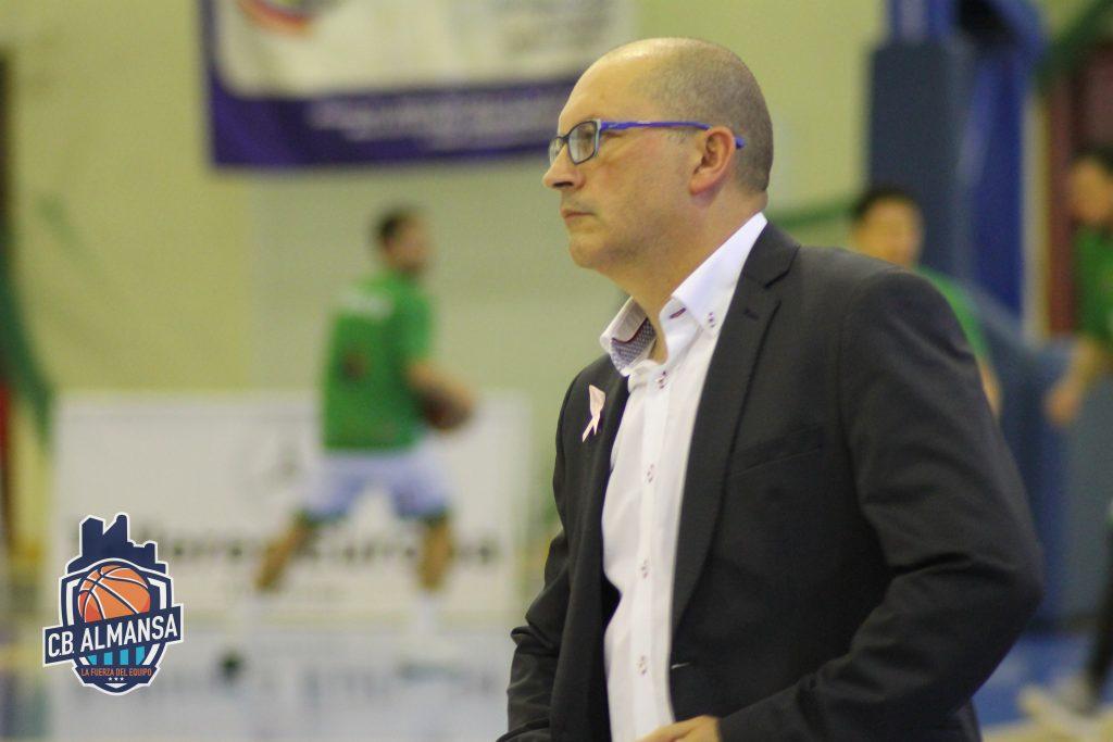 Tino Ugidos seguirá un año más como entrenador ayudante en el CB Almansa con AFANION